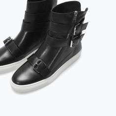 Image 4 of SOFT LEATHER ZIPPED BOOTIE from Zara