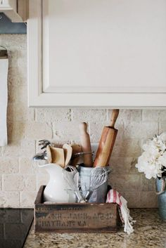 Kitchen Remodel On A Budget More ideas: DIY Rustic Kitchen Decor Accessories Marble Kitchen Accessories Ideas Farmhouse Kitchen Storage Accessories Modern Kitchen Photography Accessories Cute Copper Kitchen Gadgets Accessories Kitchen Decorating, Country Farmhouse Decor, Farmhouse Style Kitchen, Modern Farmhouse Kitchens, Farmhouse Kitchen Decor, Farmhouse Furniture, Country Kitchen, Furniture Decor, Country Houses