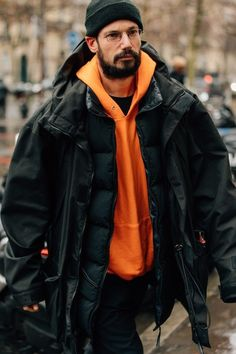 The Best Street Style from Paris Fashion Week - Men's style, accessories, mens fashion trends 2020 Fashion Week Paris, Big Men Fashion, Best Mens Fashion, Fashion Vintage, Cheap Fashion, Latest Fashion, Style Fashion, Womens Fashion, Mode Masculine