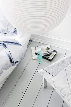 grijze vloer French By Design: At home with Dorte Agergaad Grey Wooden Floor, Painted Wooden Floors, Grey Floor Paint, Grey Paint, Wooden Flooring, Grey Floorboards, Painted Floorboards, Grey Flooring, Grey Bathrooms