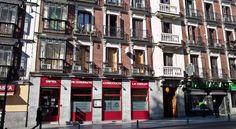 Hostal Noviciado, www.hostalnoviciado.upps.eu, Das Hostal Velasco ist ein modernes, gemütliches und komfortables Gästehaus im Zentrum von Madrid, vor allem im hübschen Stadtteil Malasaña. Die unschlagbaren Preisen, die großartigen Lage machen es zu einer idealen Unterkunft in Madrid. Unsere praktischen Zimmer bieten Komfort und Ruhe für Reisende.