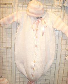 Will buy Bt615, Knitted on Hand Knitting Machine White Cotton with Baby Pink Stripe Infant Girls Outfit Baby Bag Bunting Hat Set Finished