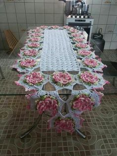 No pattern just for inspiration…. Crochet Dollies, Crochet Diy, Crochet Home, Thread Crochet, Filet Crochet, Crochet Motif, Crochet Table Runner Pattern, Crochet Flower Patterns, Crochet Tablecloth