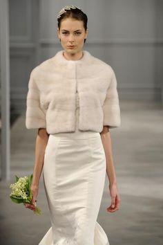 Casamento no inverno: o charme de capas e casacos para noivas                                                                                                                                                      Mais
