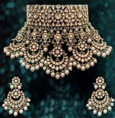 bridal sets & bridesmaid jewelry sets – a complete bridal look Indian Jewelry Sets, Indian Wedding Jewelry, Royal Jewelry, India Jewelry, Gold Jewelry, Bridal Kundan Jewellery, Diamond Jewellery, Luxury Jewelry, Vintage Jewelry