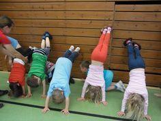 """Résultat de recherche d'images pour """"kindergarten ideen turnen"""" Kids Gym, Yoga For Kids, Exercise For Kids, Kids Sports, Gross Motor Activities, Physical Activities, Sensory Integration, Working With Children, Teaching Kids"""