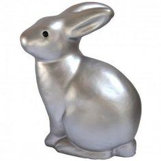 la lampe lapin argenté de la marque Egmont Toys accompagnera votre enfant dans son sommeil. Sa jolie forme lapin ainsi que sa lumière tamisée sauront le rassurer et l'apaiser afin qu'il fasse de beaux rêves.