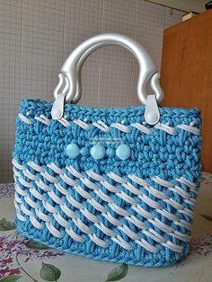 YARN: CORD. DI: AMANDA. Bag Crochet, Crochet Gloves, Crochet Handbags, Crochet Purses, Crochet Bag Tutorials, Crochet Patterns, Fillet Crochet, T Shirt Yarn, Kids Bags
