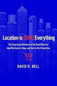LOCATION IS STILL EVERYTHING: THE SURPRISING INFLUENCE OF THE REAL WORLD ON HOW WE SEARCH, SHOP AND SELL IN TH VIRTUAL ONE de David E. Bell. Conventional wisdom holds that the Internet makes the world flat and reduces friction, erasing the impact of the physical world on our buying habits. But David R. Bell argues that the way we use the Internet is largely shaped by the physical world that we inhabit. Anyone can go online and buy a pair of pants--but the likelihood that we... Cote : 4-621…