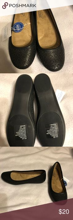 Comfy cute flats Black flats with insoles for a person on their feet a lot and cute design  Brand new from a smoke free and pet free home. ortholite Shoes Flats & Loafers