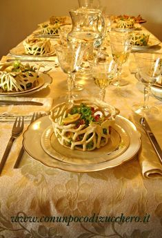 Crunchy baskets with smoked salad-Knusprige Körbe mit geräuchertem Salat Crun. Crunchy baskets with smoked salad - Crunchy baskets with smoked salad Good Food, Yummy Food, Tasty, Kreative Snacks, Snacks Für Party, Food Decoration, Food Platters, Food Humor, Appetizer Recipes