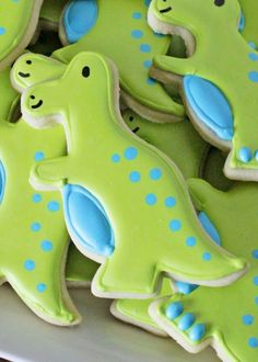 How to Decorate Simple T-Rex Dinosaur Cookies • CakeJournal.com