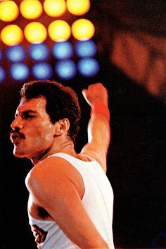 Queen #Freddie #Mercury. More #music pics at www.freecomputerdesktopwallpaper.com/wmusic.shtml