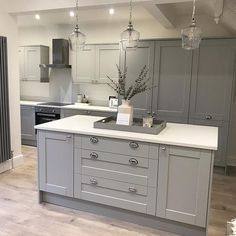 On-trend grey gives Shaker cabinets a modern twist Complement your colour scheme with a white worktop and chrome handles to create a high-end look Open Plan Kitchen Living Room, Kitchen Dining Living, New Kitchen, Kitchen Ideas, Grey Shaker Kitchen, Shaker Kitchen Cabinets, Island Kitchen, Howdens Kitchens, Grey Kitchens