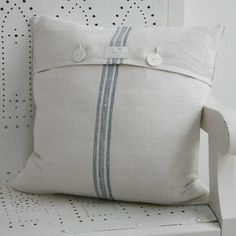 Pillows. I could go simple. Yes, I like this.