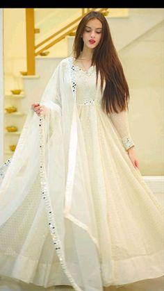 Party Wear Indian Dresses, Pakistani Fashion Party Wear, Designer Party Wear Dresses, Indian Bridal Outfits, Dress Indian Style, Indian Fashion Dresses, Indian Designer Outfits, Beautiful Pakistani Dresses, Pakistani Dresses Casual