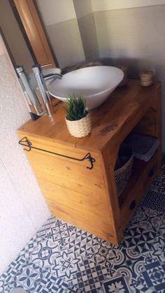 Un mueble de lavabo con palets espectacular – I Love Palets Vanity, Love, Bathroom, Crates, Pallets, Decorative Accents, Drawer Pulls, Open Spaces, Bathrooms