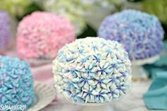 These Hydrangea Cakes are gorgeous miniature cakes that look like hydrangea flowers! You'll be surprised to learn how easy it is to make the pretty, colorful blossom design on the outside. The inside is beautiful, too, with swirls of multicolored cake! Hydrangea Flower, Hydrangea Cakes, Mini Cakes, Cupcake Cakes, Cake Cookies, Sugar Cookies, Spring Party, Spring Cake, Gel Food Coloring