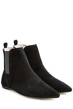 """Elegant, bequem und mit allem kombinierbar - von Skinny-Jeans bis Wide-Leg-Pants: die schwarzen Ankle-Boots """"Clark"""" aus weichem Veloursleder mit niedrigem Blockabsatz und elastischen Einsätzen #Stylebop"""