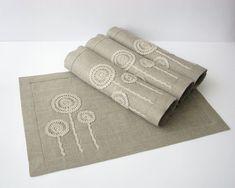 Белье столовых натурального льна цвета с ручной крючком motifs- сервировки стола