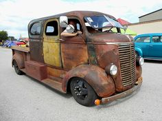 https://flic.kr/p/EVF4Jj | 1939/1936/1970 Chevy COE | 1939 Chevy COE cab with '36 Suburban body welded on and handmade pickup bed, all mounted on a '70 heavy truck chassis. Street Rod Nationals East Plus, York Expo Center, York, PA, June 6, 2015.