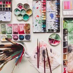 Watercolor palettes, watercolor studios, art studio, art studio aesthetic, water… - Art For Everything Art Hoe Aesthetic, Water Aesthetic, Aesthetic Painting, Creation Image, Dibujos Zentangle Art, Art Sculpture, Artist Life, Watercolor Paintings, Watercolor Brushes