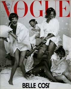 Linda Evangelista and Christie Turlington having a pillow fight on the cover of March 1993 VOGUE Italia. Bellissime così! #yolo