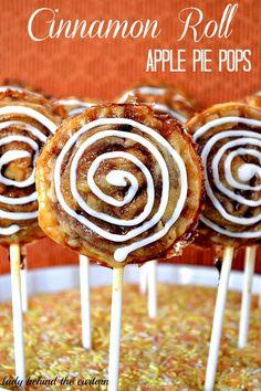 Cinnamon Roll Apple Pie Pops ~ These look amazingly delicious! Cinnamon Roll Apple Pie, Cinnamon Roll Waffles, Cinnamon Rolls, Pie Recipes, Dessert Recipes, Mini Desserts, Cookbook Recipes, Dessert Ideas, Easy Desserts