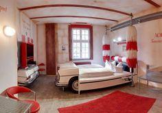 Hotel V8 con habitaciones temáticas de coches en Alemania