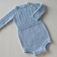 «#winterplaysuit fra @ministrikk #ministrikk» Knitting For Kids, Baby Knitting, Baby Barn, Baby Pants, Baby Size, Playsuit, Knit Crochet, Couture, Two Piece Skirt Set