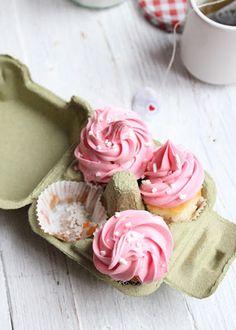 Madalenas con merengue de fresa | Strawberry meringue buttercream cupcakes