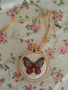 Kelebek kanaviçe kolye