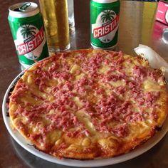 Pizza cubana con cerveza #varadero #cerveza #beer #pizza #foodporn #cristal #jamon #queso #yummy #hot #cold #cuba #tasty #wishiwasstillthere by hurlman