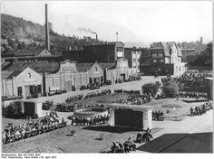 Bundesarchiv_Bild_183-19431-0041,_Suhl,_VEB_Mewa_Fahrzeug-_und_Gerätewerk_Simson.jpg (800×599)