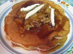 Based on the Colassal Cafe Apple Walnut Brie Pancakes, this is very tasty and very addictive! Brunch Recipes, Meat Recipes, Breakfast Recipes, Brunch Ideas, Breakfast Time, Vegan Breakfast, Yummy Recipes, Recipies, Best Pancake Recipe