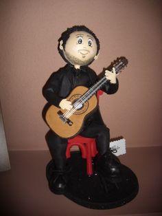 Fofucho guitarrista,todo él en goma eva y pintado a mano- Es un fofucho totalmente personalizado elenamartinlopez.blogspot.com
