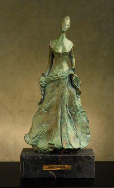 Lady in Green 38x19x10cm