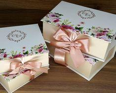 Convite para Madrinhas e Padrinhos de Casamento   Blog de Casamento DIY da Maria Fernanda Box Wedding Invitations, Card Box Wedding, Elegant Invitations, Wedding Gifts, Homemade Gift Boxes, Diy Gift Box, Braidsmaid Gifts, Wedding Card Design Indian, Invitation Card Design