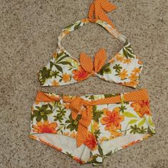 Cute swim suit Top hooks in back and ties around neck. Bottoms are boy short type with tie belt. Size is girls xl but I wore it when I was a 5 junior liquid girl Swim