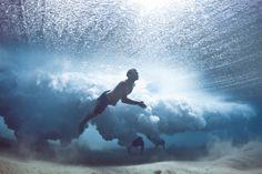 Fotógrafo registra surfistas que caem da prancha | MADMAG