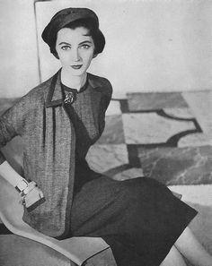 Dovima for Vogue, 1953 .