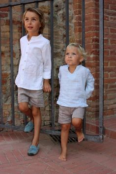 Shirt Barcelona. Unmistakably the perfect summer shirt for boys! Made of the finest white linen with pearl buttons. Great with easy-to-wear shorts Verona. Handmade, limited edition.