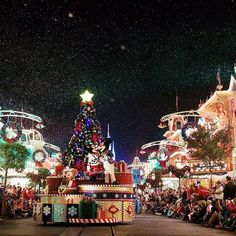 Pin for Later: 39 Disney World Facts That Even Die-Hard Fans Don't Know Every holiday season, Walt Disney World resort decorates the parks with Christmas trees. Disney World Facts, Disney World Resorts, Walt Disney World, Disney Trips, Disney Parks, Disney Pixar, Disneyland Christmas, Christmas Vacation, Disney Holidays