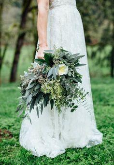 BRIDAL BOUQUET INSPIRATION // #wedding #flowers #bouquet #inspiration #green #white #bride