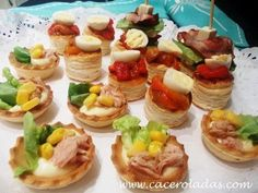 Ideas que mejoran tu vida Mini Appetizers, Appetizer Recipes, Antipasto, Canapes Faciles, Veggie Recipes, Cooking Recipes, Chilean Recipes, Tiny Food, Salad Bar