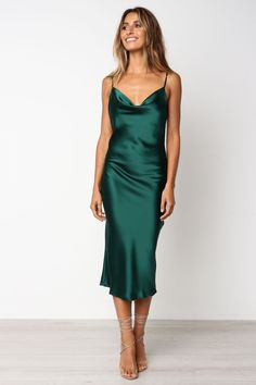 Womens bridesmaid dresses - Women's Bridesmaid Dress 2019 Spaghetti Straps Party Gown Dress for Wedding Party – Womens bridesmaid dresses Cami Midi Dress, Green Midi Dress, Dress Up, Green Satin Dress, Green Dress Outfit, Slip Dress Outfit, Silk Satin Dress, Emerald Green Dresses, Satin Cami