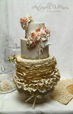 Round Wedding Cakes - This happily designed vintage ruffles shabby couture cake is currently adorning my living-room. It is featured in this month's Cake Design Magazine. Crazy Cakes, Fancy Cakes, Gorgeous Cakes, Pretty Cakes, Amazing Wedding Cakes, Amazing Cakes, Cakepops, Gold Leaf Cakes, Ruffle Cake