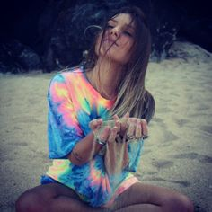 Shared by Camila Alderete. Find images and videos about girl, hair and summer on We Heart It - the app to get lost in what you love. Summer Of Love, Summer Time, Summer Things, Mode Style, Style Me, Ty Dye, Summer Outfits, Cute Outfits, Diy Sac