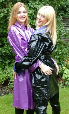 Lovely purple and black shiny PVC raincoats Vinyl Raincoat, Plastic Raincoat, Pvc Raincoat, Imper Pvc, Long Leather Coat, Vinyl Dress, Girls Together, Langer Mantel, Girl Couple