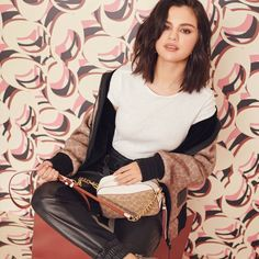 Coach brand ambassador Selena Gomez tries on the American label's new handbags for a recent trend guide. The singer poses with spring 2019 styles including the… Selena Gomez Coach, Selena Gomez 2019, Selena Gomez Biography, Marie Gomez, Celebs, Celebrities, Rihanna, My Idol, Celebrity Style